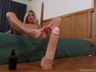 Allysin Chains Dildo Footjob-2