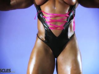 Lisa Cross Work Out her Tasty Tits-2